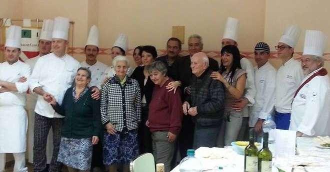 Festa per gli anziani della casa di riposo teramo il for Piccoli piani di casa per gli anziani
