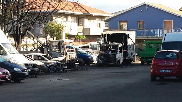 Ufficio In Fiamme : Pescara in fiamme i mezzi custoditi nellufficio vendite