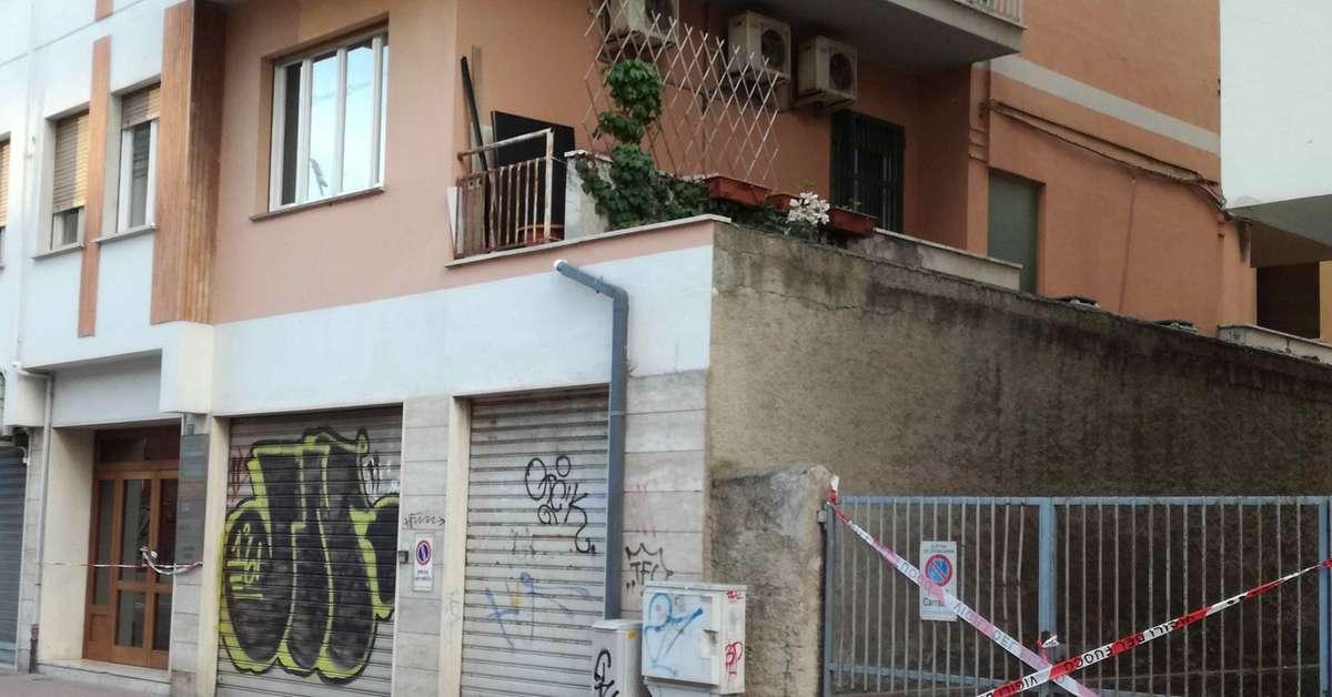Pescara crolla un cornicione del vano ascensore evacuato for Piani di coperta chiusi