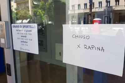 Pescara, rapina alla Banca del Fucino, due banditi ...