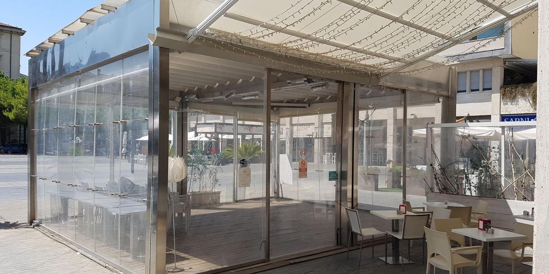 Tavoli E Sedie Pescara.Riapre Il Bar In Centro Ma Senza Tavoli E Sedie Pescara Il Centro