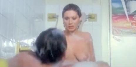 Amore In Vasca Da Bagno.Renato Pozzetto Io E La Fenech Nudi Nella Vasca Da Bagno Video