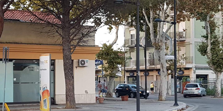 Tavoli E Sedie Pescara.Rissa Con Sedie E Tavoli Un Giovane E Grave Pescara Il Centro