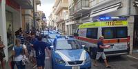 Polizia e ambulanza in via Trento per l'incendio in un appartamento