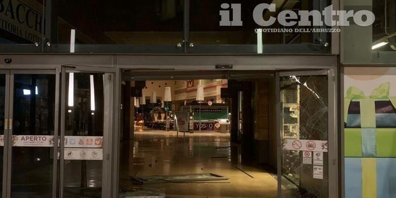 Teramo Spaccata Al Centro Commerciale Ma I Ladri Restano A Mani