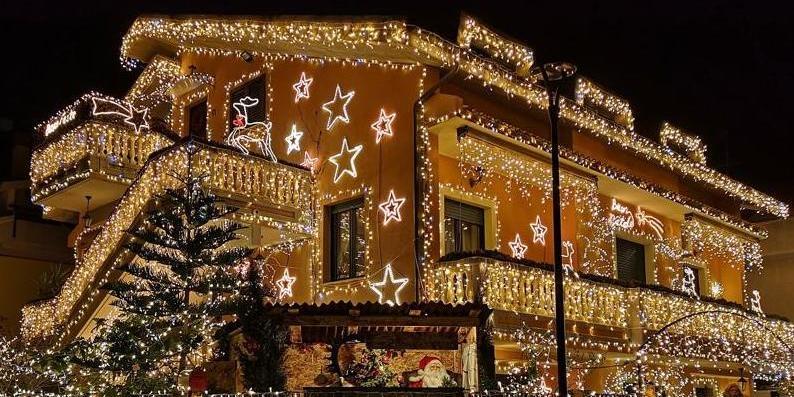 Abitazione Di Babbo Natale.Via Leopardi Ecco La Casa Di Babbo Natale Che Conquista I Bimbi Pescara Il Centro