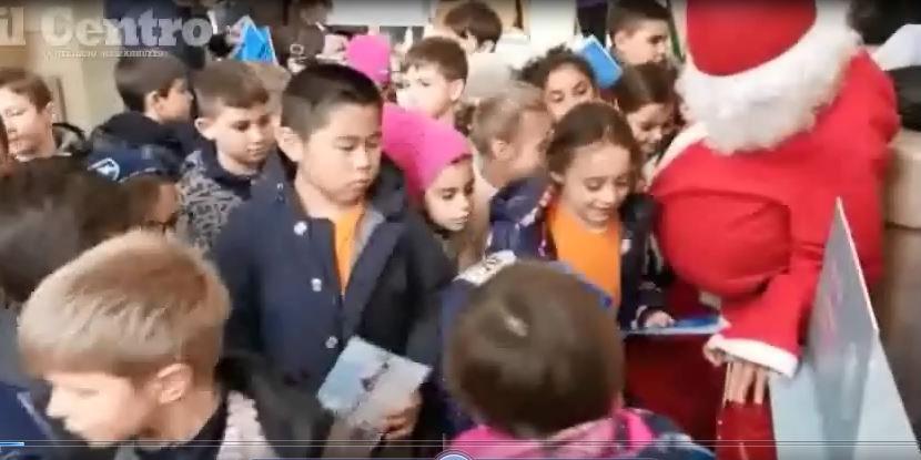 Babbo Natale Video Per Bambini.Invasione Di Bambini Alle Poste Per Le Letterine A Babbo Natale