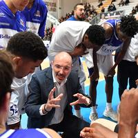 Coach Germano D'Acangeli (Roseto Sharks) in un time out