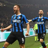 De Vrij e Brozovic due protagonisti del derby di Milano che ha visto l'Inter tornare in testa alla classifica con la Juve