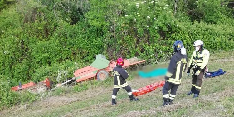 Contrada Cortino,  Roseto: i soccorritori sul luogo della tragedia agricola